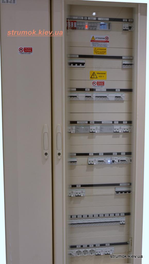 Многофункциональные распределительные щиты,  которые предназначаются для того, чтобы самостоятельно регулировать работу электрической сети.